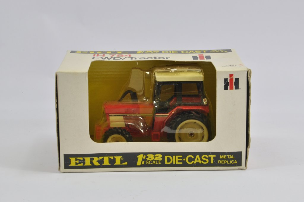 Ertl 1/32 International 784 FWD Tractor. E to NM in G