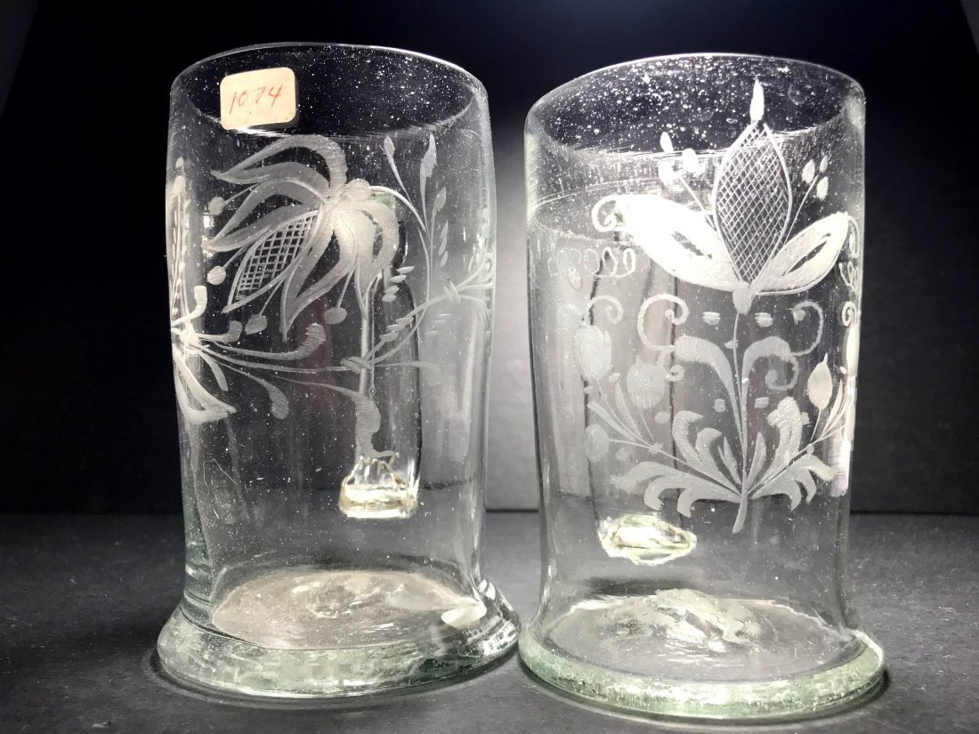 A PAIR OF ENGRAVED 18TH CENTURY FREE BLOWN MUGS - 4