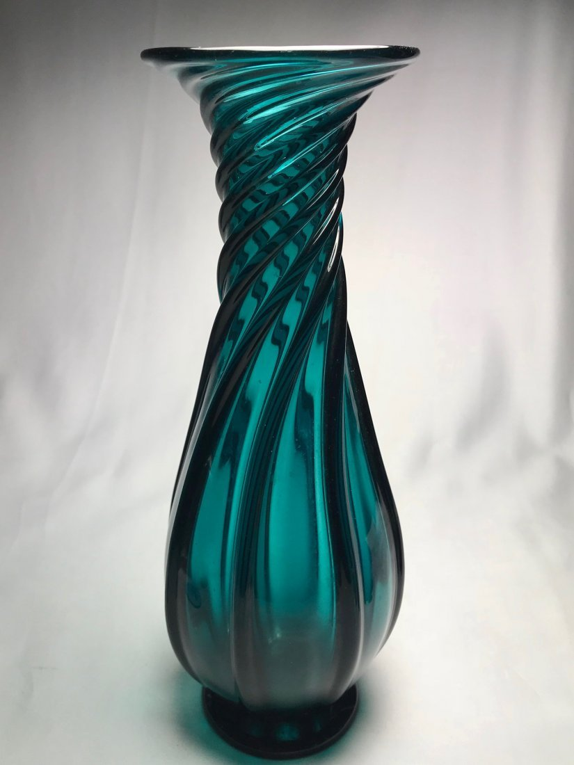 EMERALD GREEN PILLAR MOLDED VASE