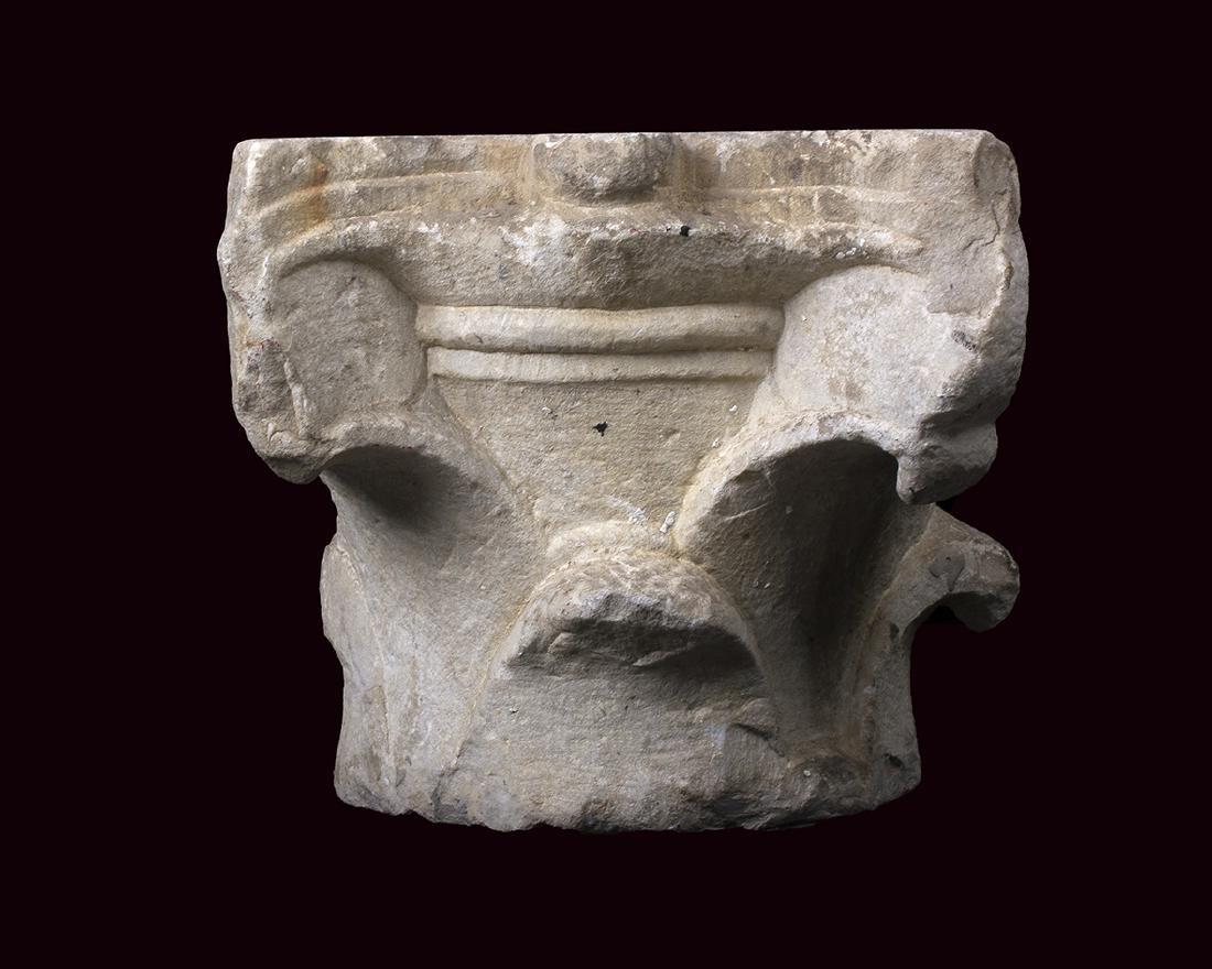 CAPITELLO CORINZIO A FOGLIE LISCE II secolo d.C.