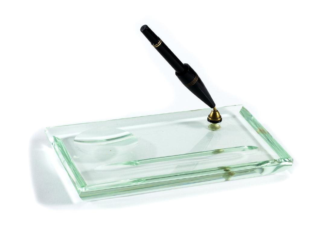 Pen holder in cut crystal and fountain pen