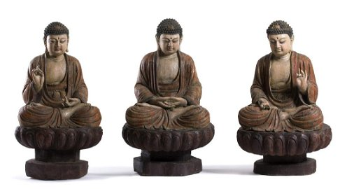 THREE PAINTED WOOD SCULPTURES OF BUDDHA Ming dynasty