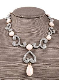 Gold, pink coral and diamonds necklace