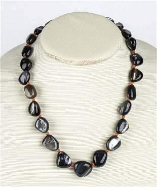 Mother of pearl and Mediterranean coral necklace