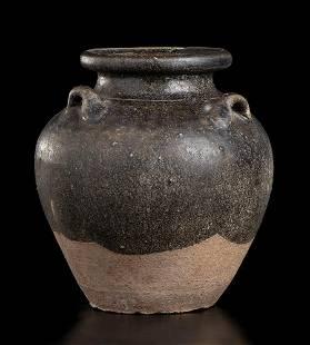A GLAZED CERAMIC JAR Cina, Tang dynasty style