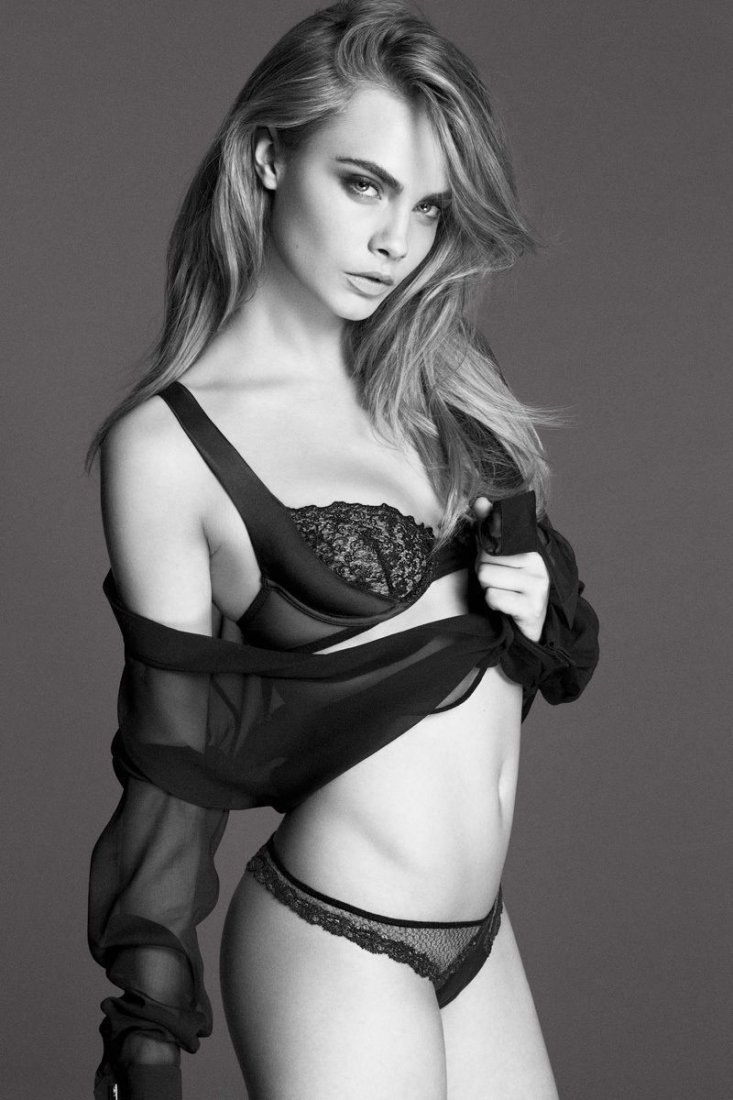 Black & White Celebrity Cara Delevingn - Photo