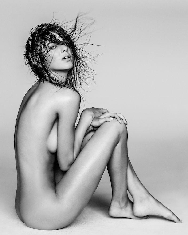 Black & White Celebrity Kendall Jenner - Photo
