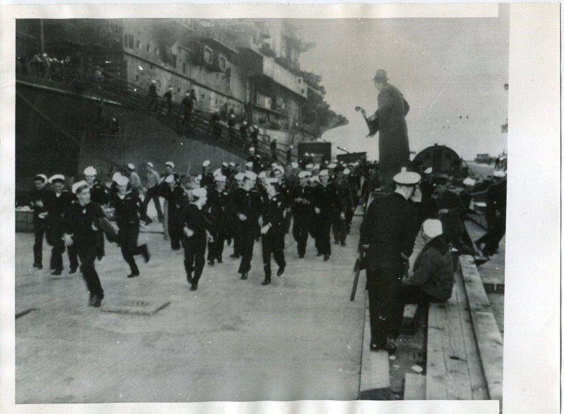 Sailors Dash for Liberty in New York 1945 WW II Origina