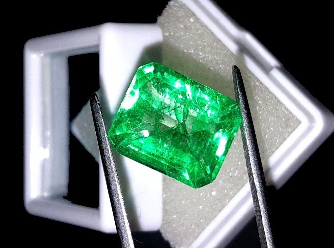8.67 Ct Natural Colombian Emerald