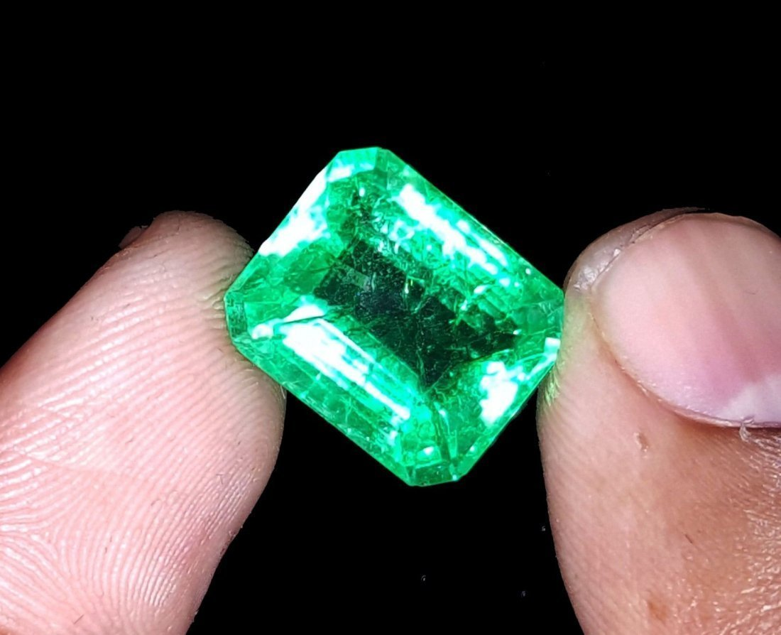 8.67 Ct Natural Colombian Emerald - 3