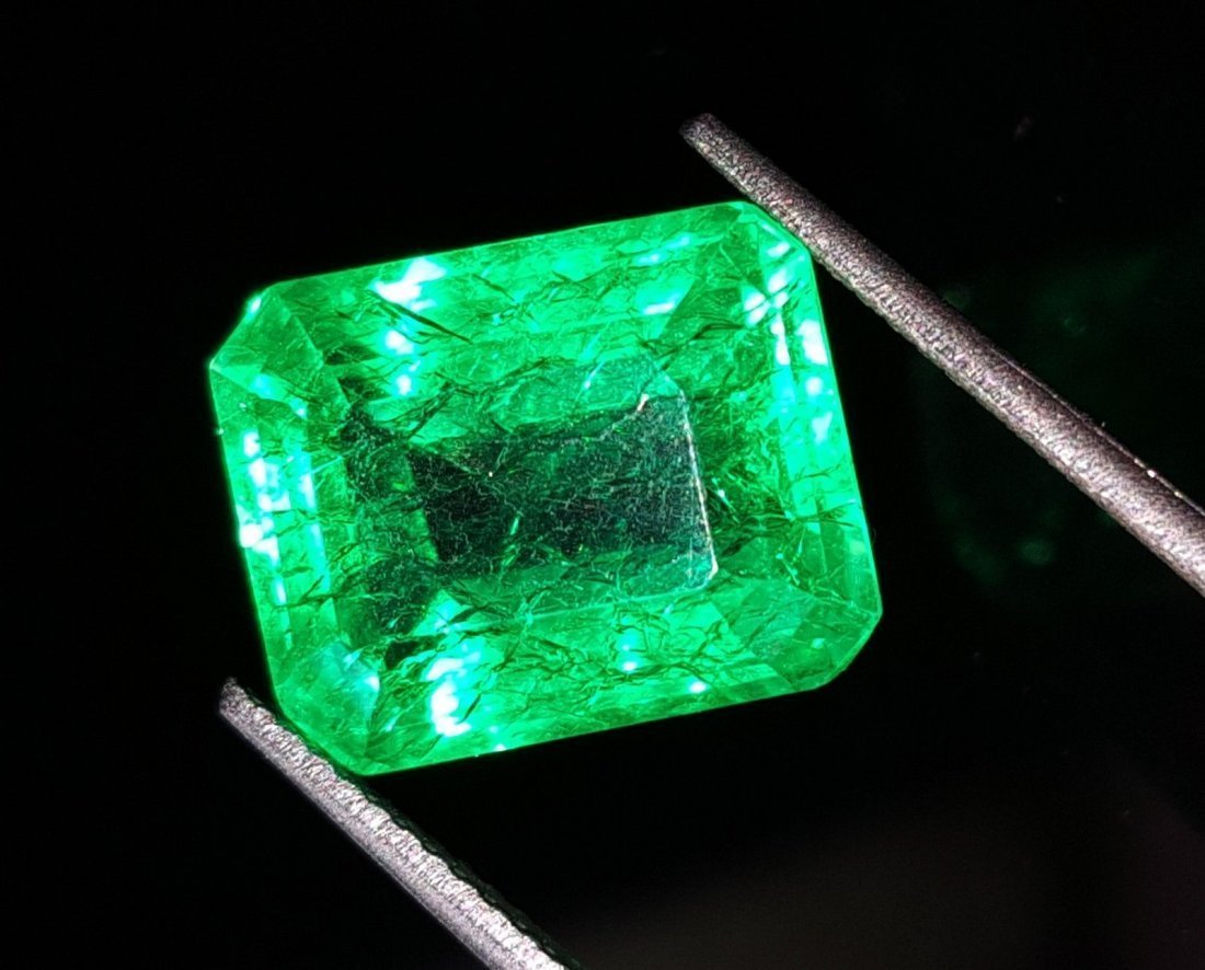 7.77 Ct Natural Certified Colombian Emerald