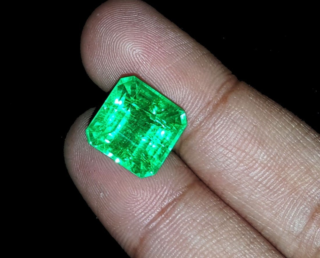 8.97 Ct Square Natural Certificate Colombian Emerald