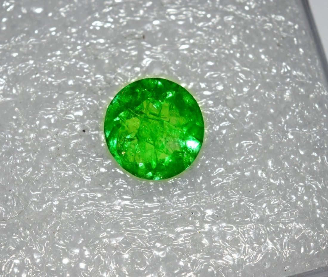 GGL Certified 5.00 Cts Green Emerald Round Shape