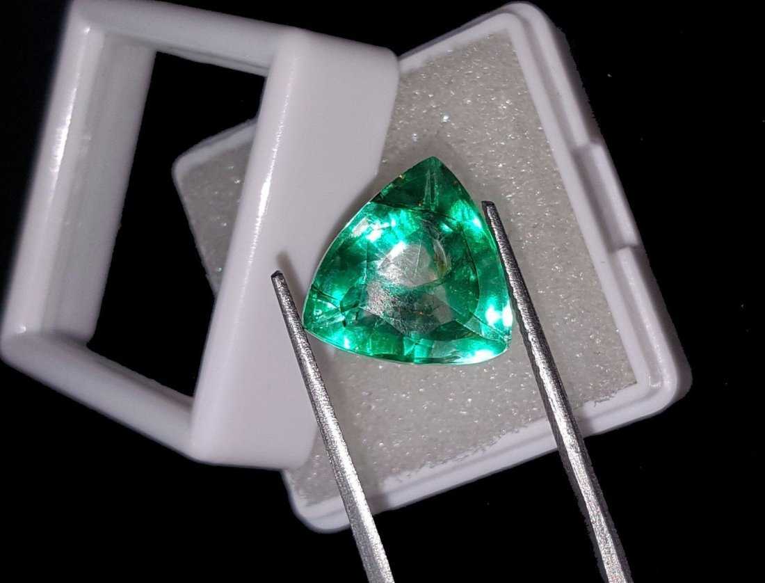 Natural 6.97 Ct Certi Trillion Shape Colombian Emerald