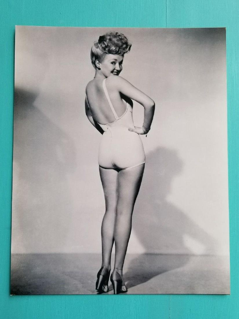 B&W Betty Grable Celebrity Photo