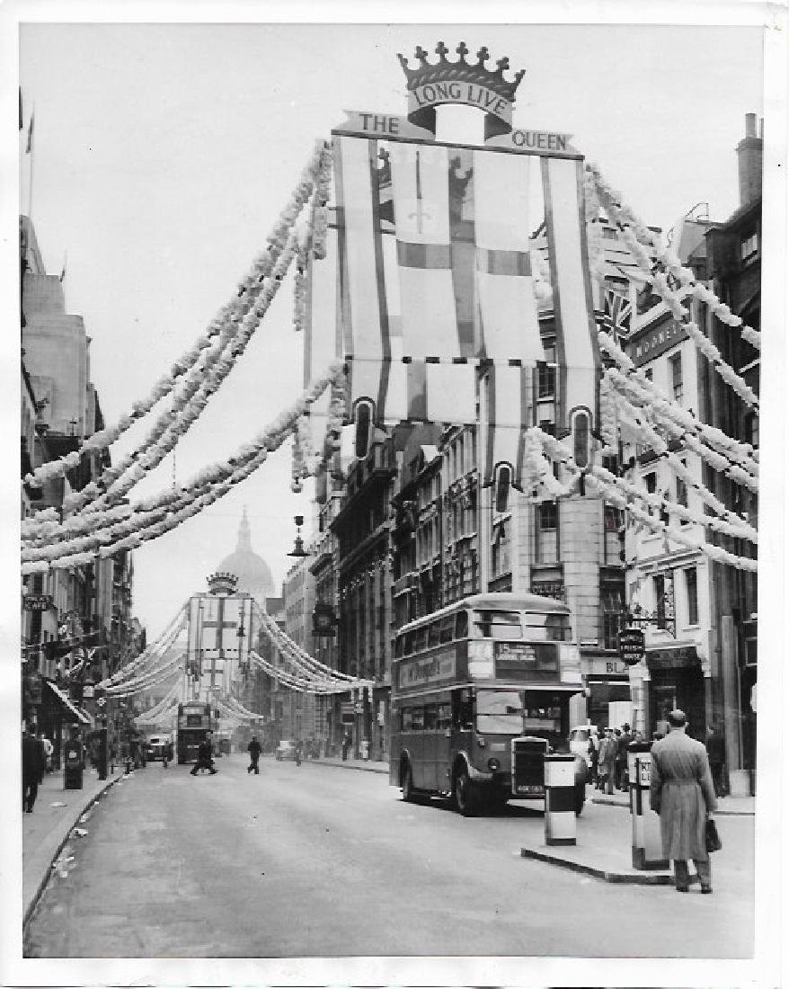 1953 CORONATION DECORATION LONDON'S FLEET