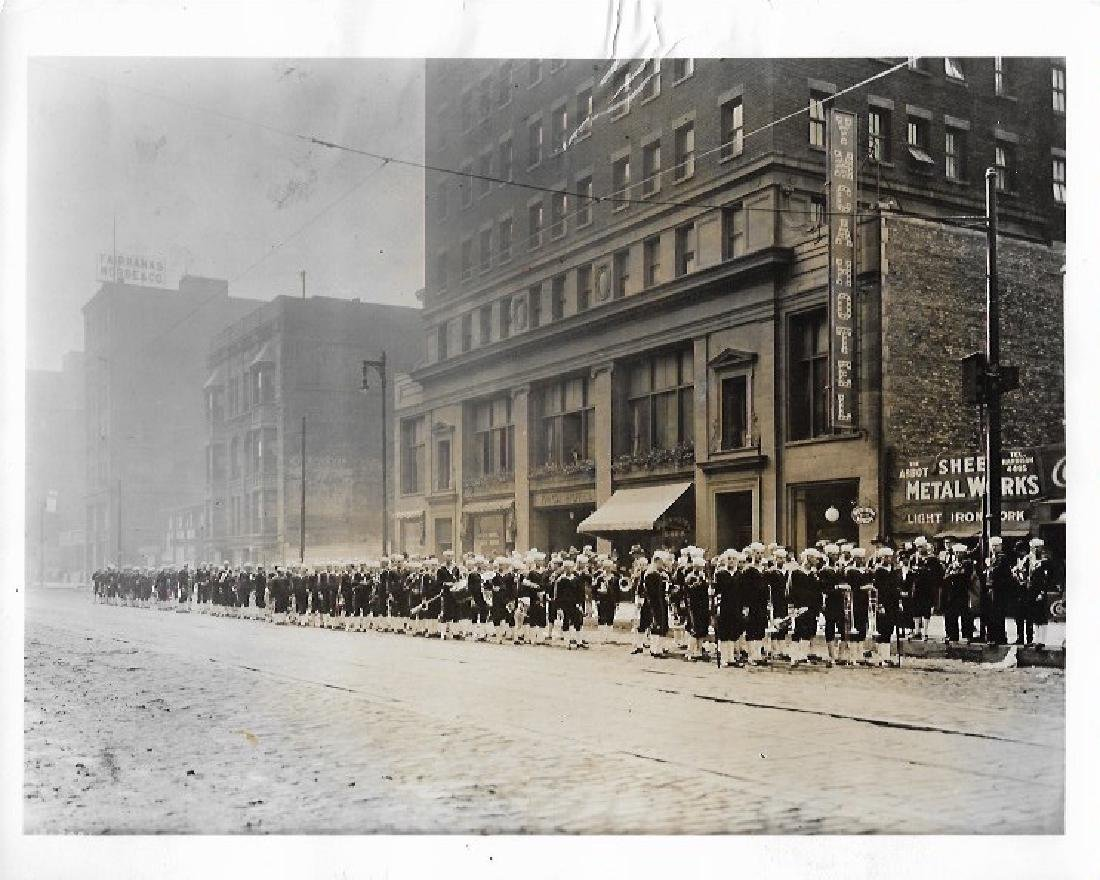 1966 CHICAGO, ILLINOIS WWI NAVY UNIT IN FRONT OF YMCA