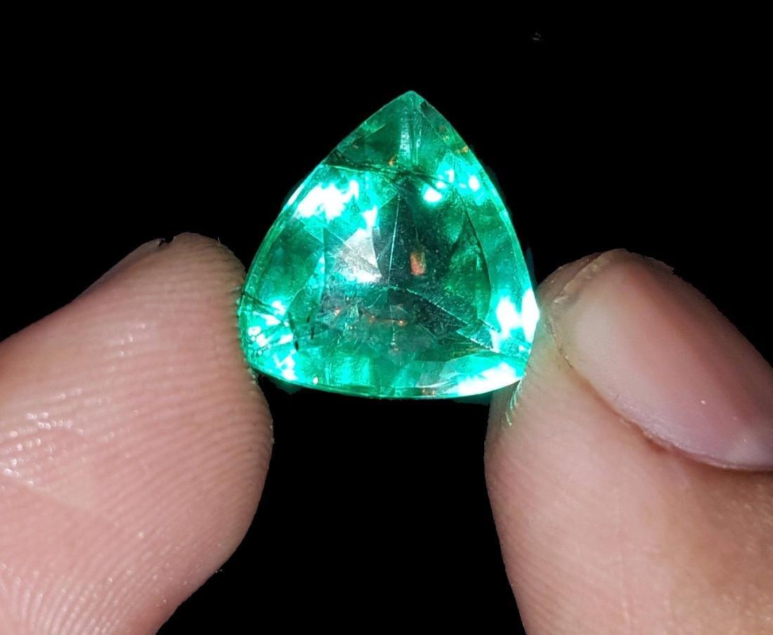 Natural 6.97 Ct Certi Trillion Shape Colombian Emerald - 3