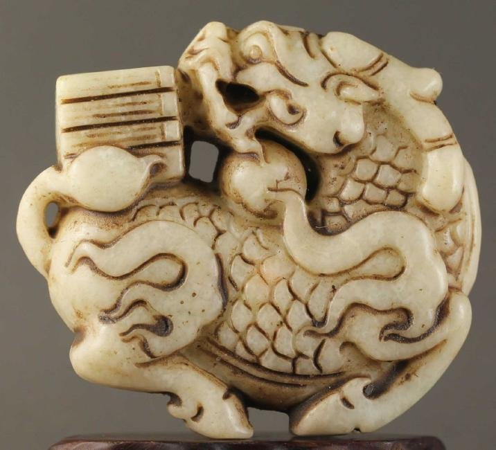 Natural jade hand-carved dragon design