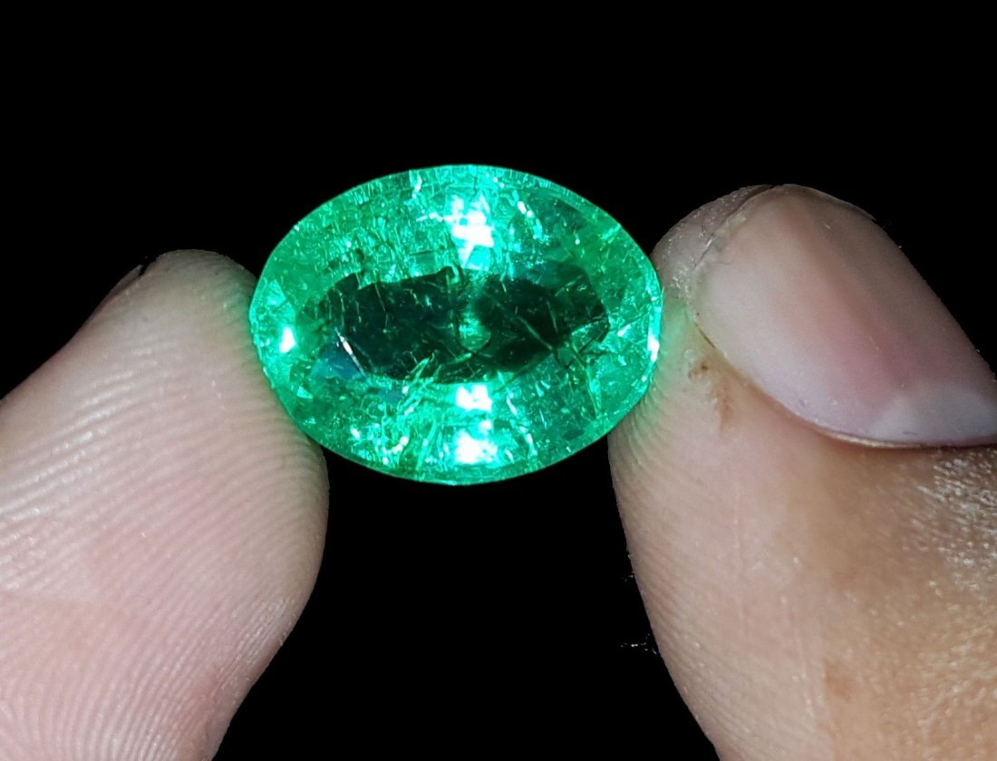 Oval Shape 8.02 Ct Natural Certified Colombian Emerald.