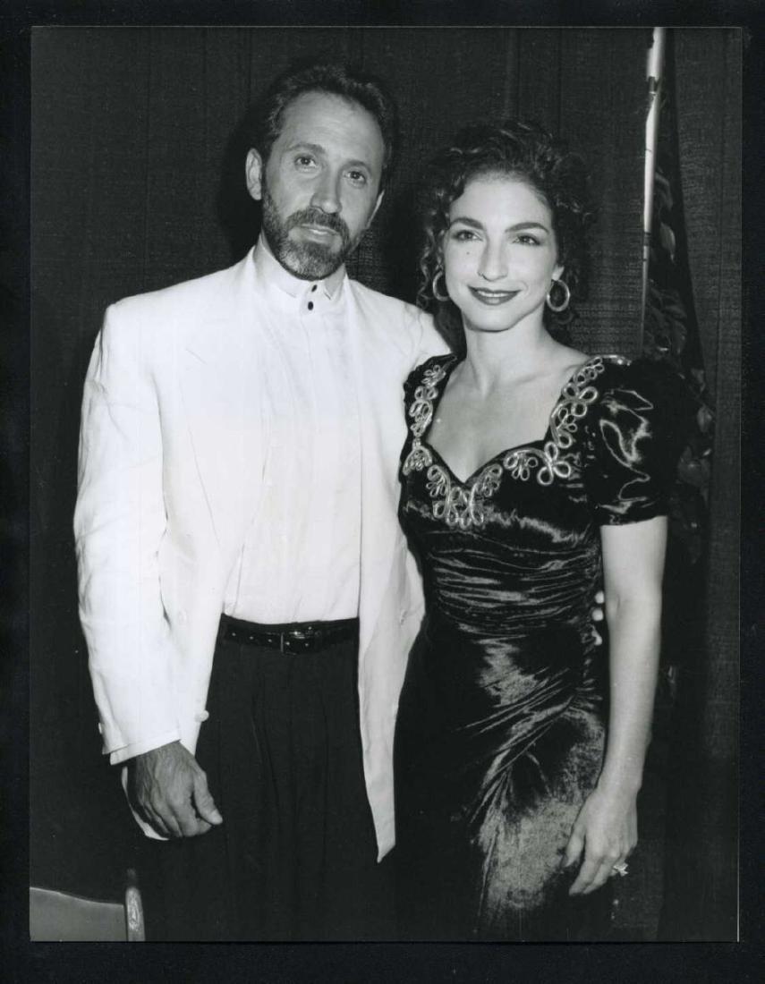 B&W 1990 GLORIA ESTEFAN & EMILIO ESTEFAN PHOTO
