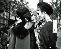 B&W Paris Street Fashion Lady - Photo