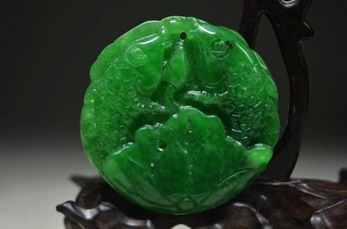 GREEN JADEITE JADE HAND CARVING FISH PENDANT