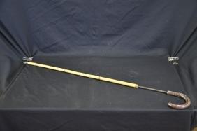 Canne en bambou et fer. Longueur: 90cm.