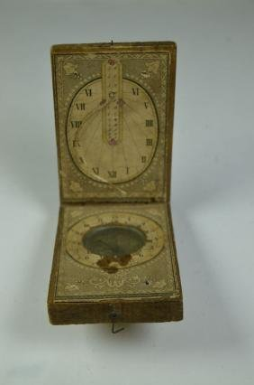 Travel sundial in wood and painted paper. 18th century
