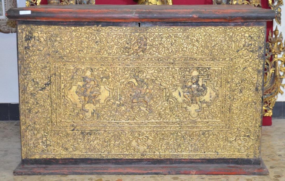 Bahut asiatique, bois doré sculptéde motifs de