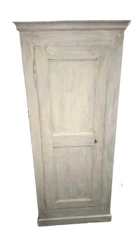Armoire en sapin, rénové avec peinture personnalisé.