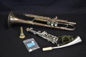 Ensemble d'instruments de musique.