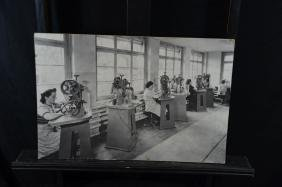 Photo on cardboard Female workers. 40 x 60cm.