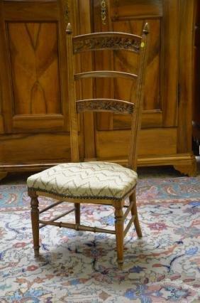 Chaise acajou à 3 barreaux, placé en gobelin.
