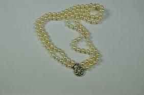 Collier de perles 2 rang, rosace en guise de fermoir