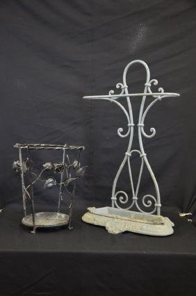 2 porte-parapluie en fonte et en fer forgé. 36 et 75cm.