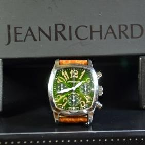 Wristwatch with steel chronograph. Automatic.