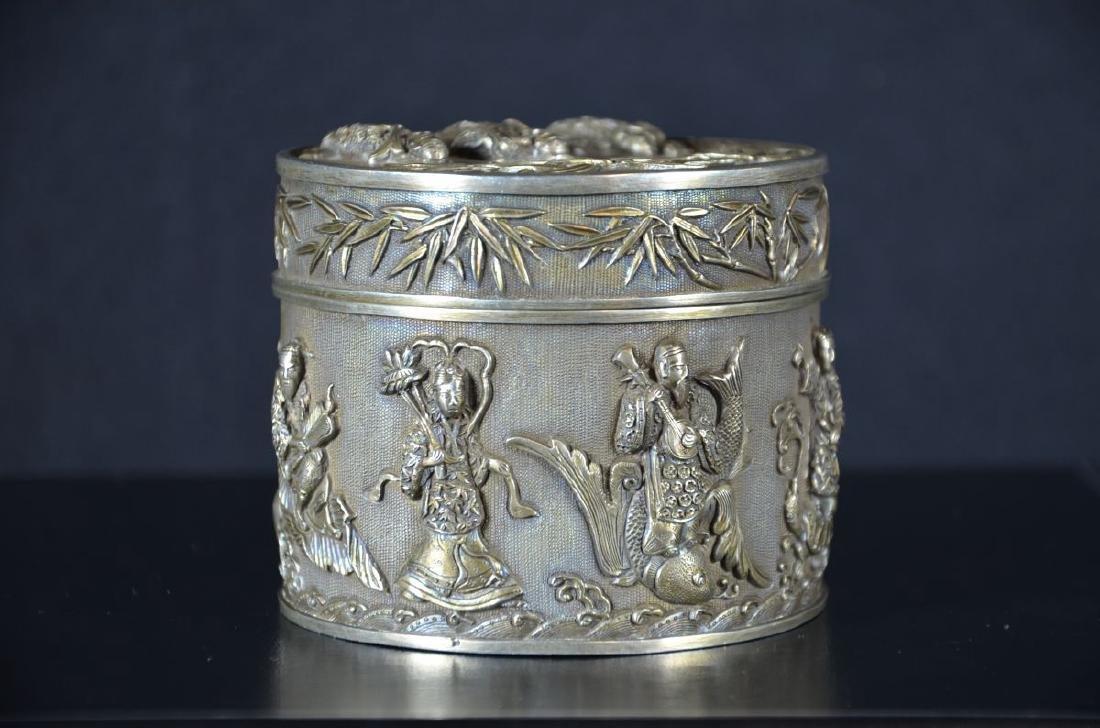 Round silver box. Japanese decoration (243 gr)