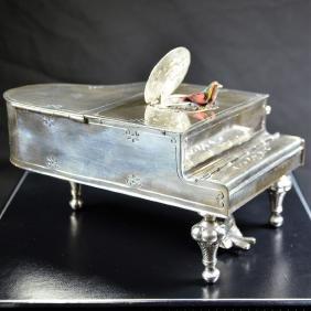 Singing bird box (TN: musical clock) in 925 silver in