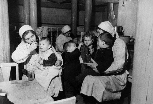 4013: Kudojarow, Boris: Leningrad Blockade: Children in