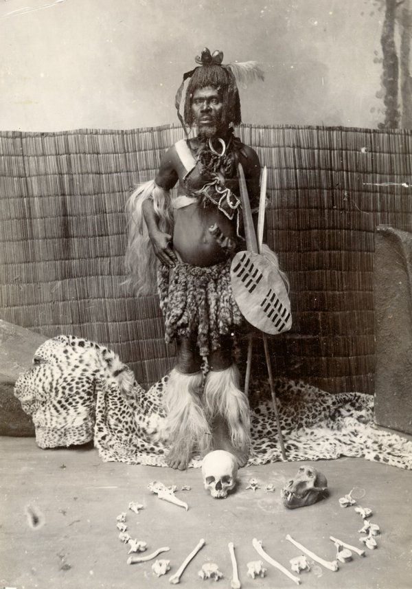 4002: Africa: African witch doctor