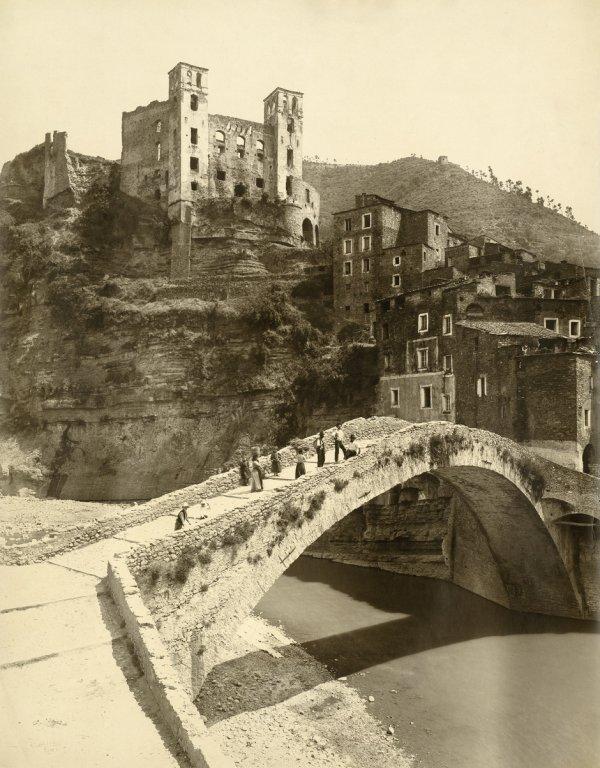 4021: Alinari, Vittorio: Dolceacqua - ponte castello de