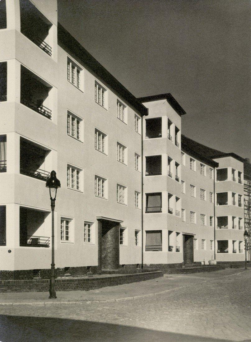 4610: Berlin: Modern housing development