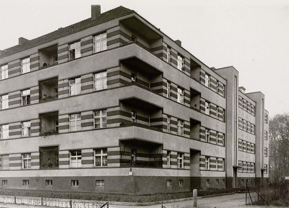 4623: Goettel &  Wiener (P. John): Modern apartment bui