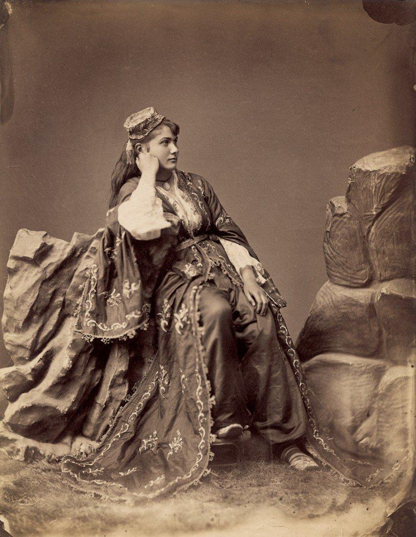4014: Bonfils, Félix: Turkish women in traditional cost