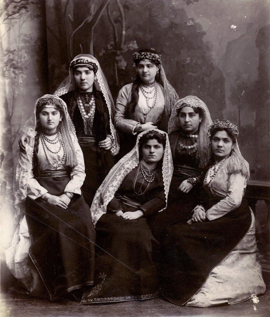 4024: Ermakov, Dimitri N.: Group portrait of Armenian w