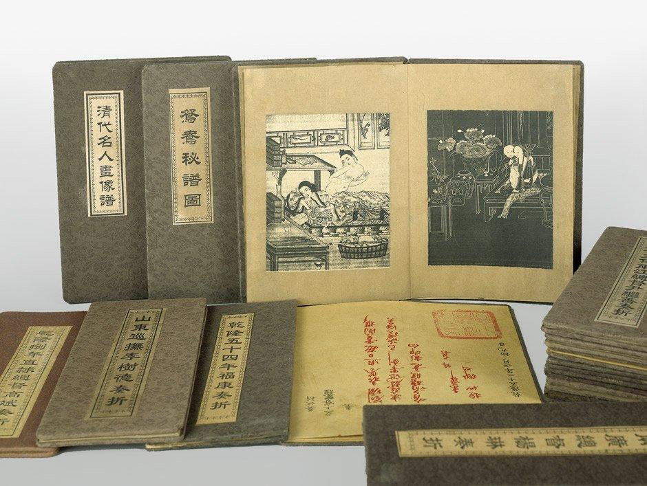 Chinesische Leporellos: 19 Leporellos mit Leinenbezug u