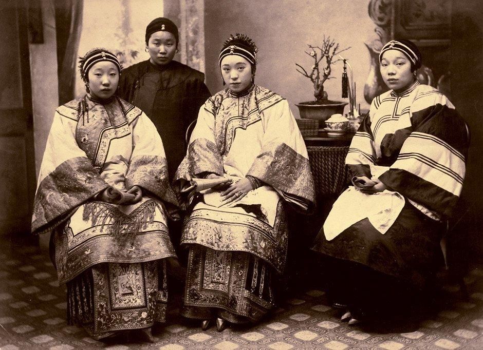 China: Upper class Chinese women