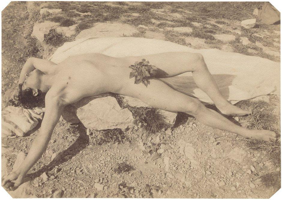Gloeden, Wilhelm von: Reclining nude boy with leaves