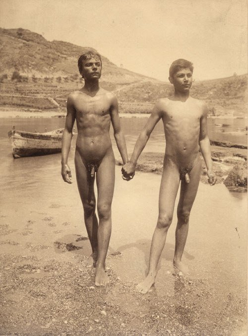4202: Gloeden, Wilhelm von: Two nude male youths holdin
